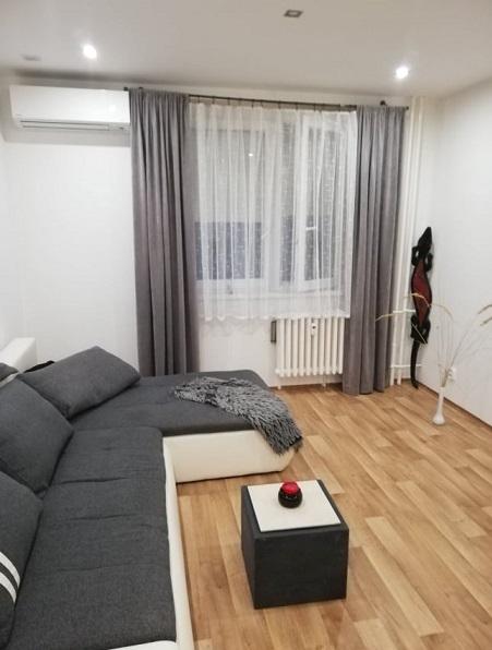 Predaj krásneho kompletne zrekonštruovaného 1 izbového, zariadného bytu.