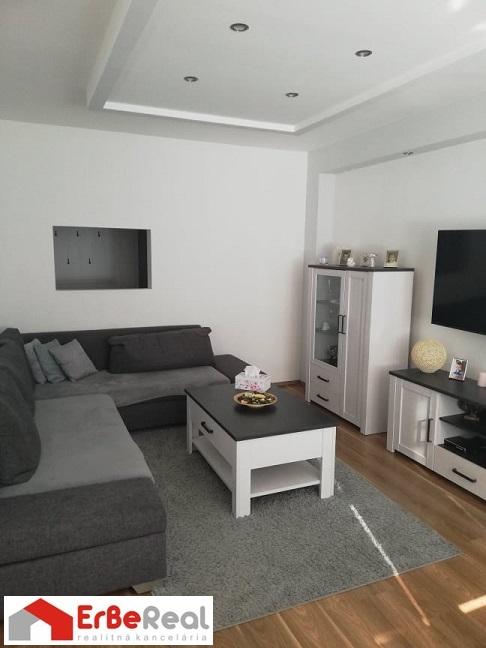 ZNÍŽENÁ CENA – Predaj pekného, zrekonštruovaného 3 izbového bytu .