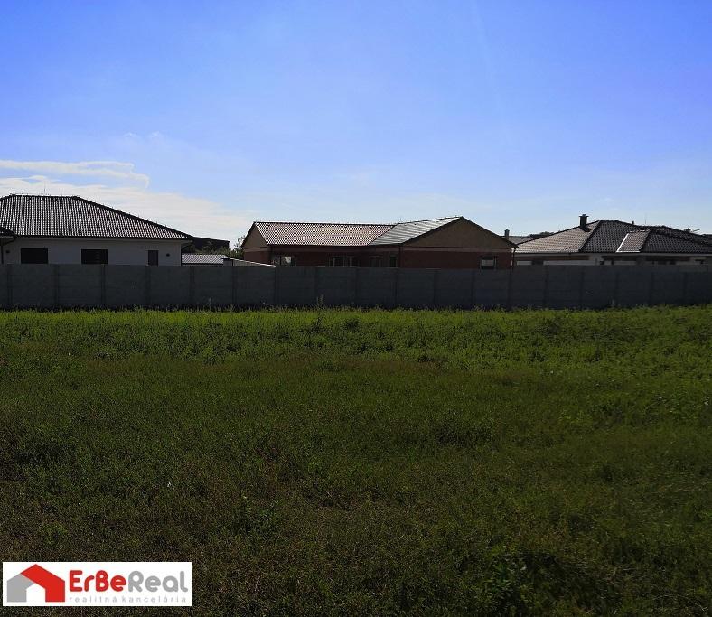 Predaj stavebného pozemku o výmere 891 m2.