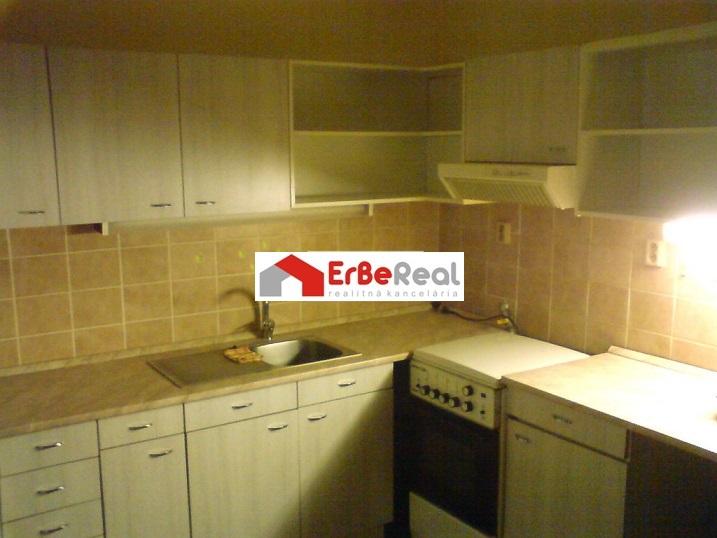 Predaj veľkého 3-izbového bytu v Galante.