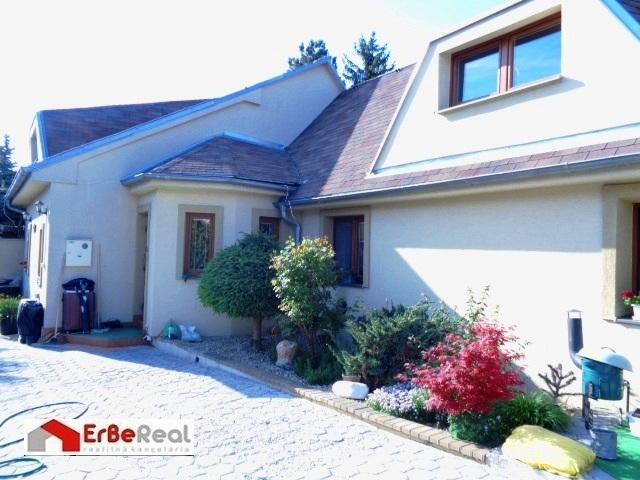 Predaj 5 izbového rodinného domu v obci Veľké Úľany.