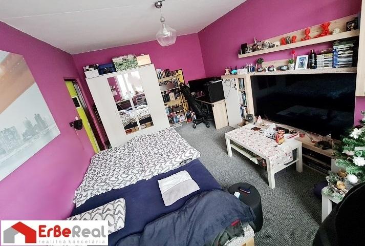 Trnava – Predaj 1 izbového bytu  35 m2, s veľkou loggiou a pivnicou na ul.Generála Goliána