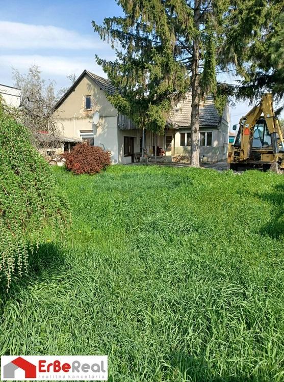 Predaj rodinného domu v obci Dolné Saliby na peknom pozemku o výmere 1144 m2