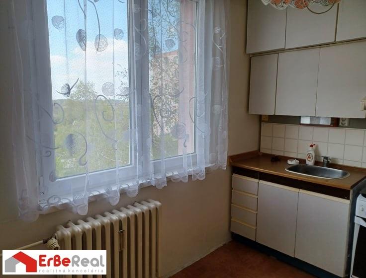 Predaj 2 izbového bytu v pôvodnom stave.