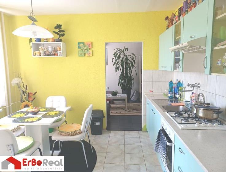 Predaj  zrekonštruovaného, zariadeného 3 izbového bytu v centre mesta Galanta.
