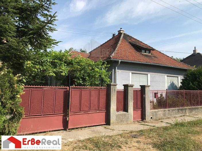 Predaj rodinného domu na pozemku 794 m2 v Sládkovičove.