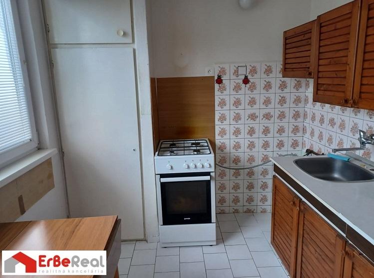 Predaj 2 izbového bytu s loggiou v centre mesta Šaľa