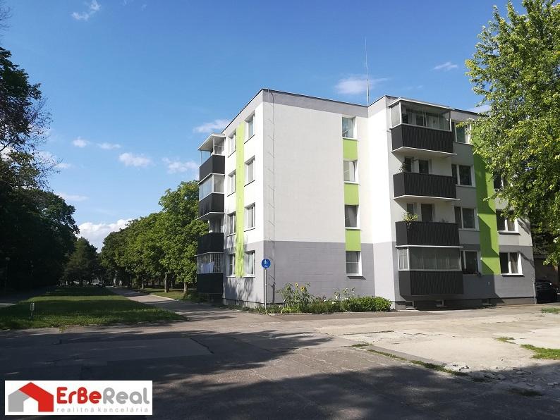 Predaj zrekonštruovaného 3 izbového bytu s balkónom.